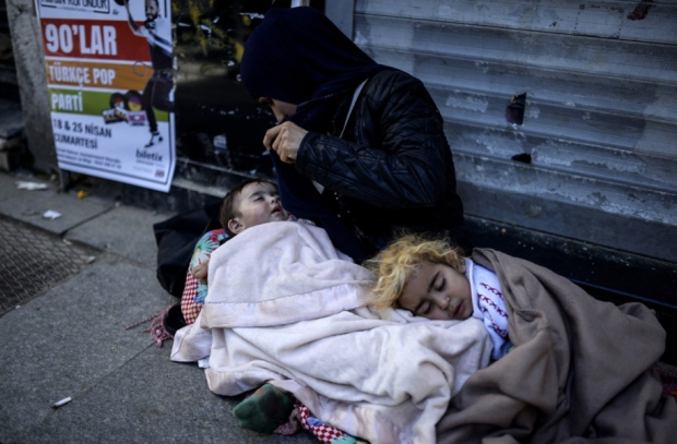 Scots father and son help Syrian refugees in Istanbul